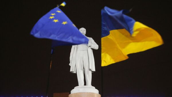 In this Thursday, Dec. 5, 2013 photo opposition protesters holds hold the EU and Ukrainian, right, flags around a monument to Ukrainian poet Taras Shevchenko in downtown Donetsk, eastern Ukraine. - Sputnik International