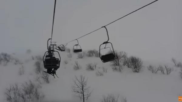 Stranded Skiers Survive Chair-Lift Horror - Sputnik International