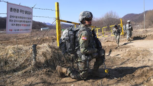 US soldiers take a position during their drill at a military training field in the border city of Paju on March 7, 2017. The US military has begun deploying the THAAD anti-ballistic missile defense system to South Korea, US Pacific Command said, with its first elements arriving on March 6, to protect against threats from North Korea - Sputnik International