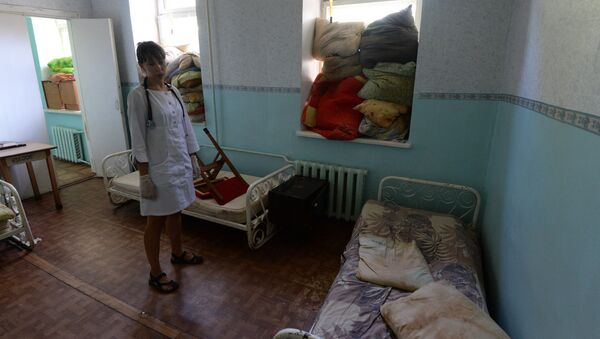 A ward in Gorlovka's hospital where windows are protceted with pillows during artillery shelling of the city by the Ukrainian Army - Sputnik International