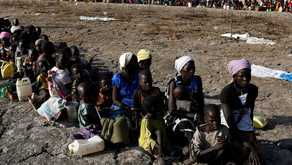 Women and children wait to be registered prior to a food distribution carried out by the United Nations World Food Programme (WFP) in Thonyor, Leer state, South Sudan, February 26, 2017 - Sputnik International
