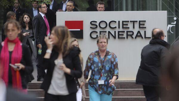 People walk past the logo of the French bank Societe Genral at la Defense business district, outside Paris. - Sputnik International