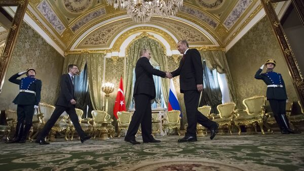 Russian President Vladimir Putin, second left, shakes hands with Turkey's President Recep Tayyip Erdogan during their meeting in the Kremlin in Moscow, Russia, Friday, March 10, 2017 - Sputnik International