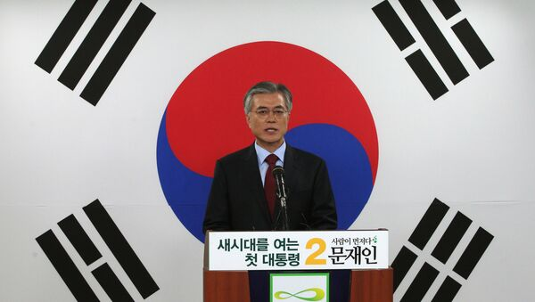 Opposition Democratic United Party's presidential candidate Moon Jae-in speaks in front of a national flag during a press conference at the party's headquarters in Seoul, South Korea. (File) - Sputnik International