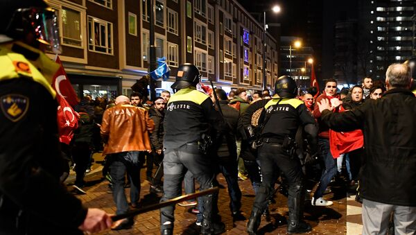 Demonstrators clash with riot police during running battles in the streets near the Turkish consulate in Rotterdam, Netherlands March 12, 2017. - Sputnik International