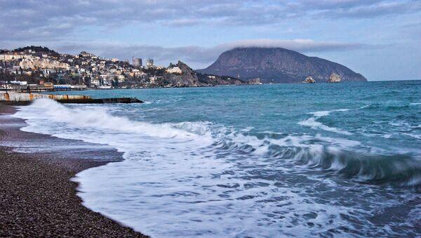 The Black Sea coast and Mount Ayu-Dag in Gurzuf. - Sputnik International