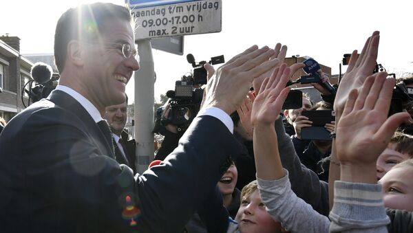 Dutch Prime Minister Mark Rutte gives 'high five' to children after casting his vote for the Dutch general election in The Hague, Netherlands, Wednesday, March 15, 2017 - Sputnik International