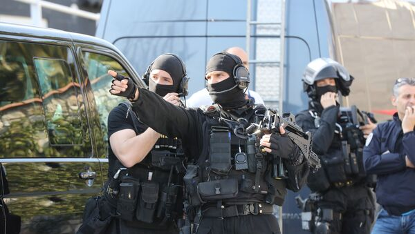 A member of the RAID (Search, Assistance, Intervention, Deterrence) French police unit gestures near the Tocqueville high school in the southern French town of Grasse, on March 16, 2017 following a shooting that left eight people injured - Sputnik International
