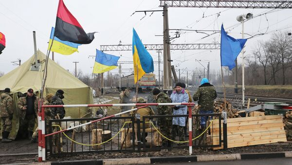 Ukrainian nationalist protesters and military veterans take part in a blockade against ongoing trade with Russian-backed insurgents, on February 23, 2017, in Kryvyi Torets railway station, Donetsk region - Sputnik International