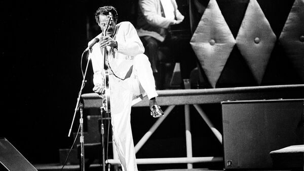 Chuck Berry performs during a concert celebration for his 60th birthday at the Fox Theatre in St. Louis, Mo., Oct. 17, 1986. The concert is being filmed for a motion picture documentary titled Chuck Berry Hail! Hail! Rock 'n' Roll. - Sputnik International