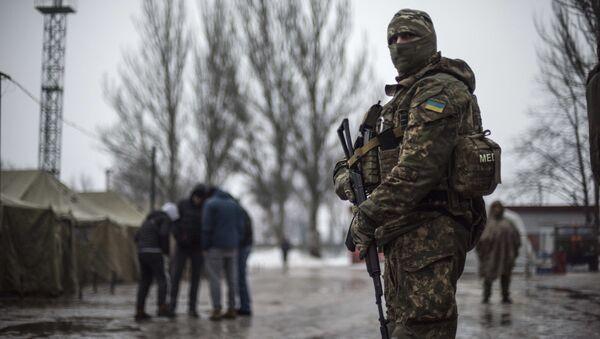 A Ukrainian serviceman patrols at the humanitarian aid center in Avdiivka, Ukraine, Saturday, Feb. 4, 2017 - Sputnik International