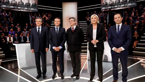 French presidential election candidates (LtoR) Francois Fillon, Emmanuel Macron, Jean-Luc Melenchon, Marine Le Pen and Benoit Hamon, pose before a debate organised by French private TV channel TF1 in Aubervilliers, outside Paris, France - Sputnik International