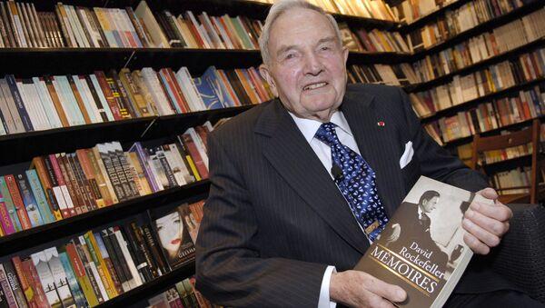US David Rockefeller posing in a Paris bookshop during the presentation of his book Memoires. (File) - Sputnik International