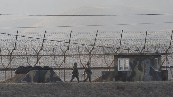 South Korean army soldiers patrol along the barbed-wire fence in Paju, South Korea, near the border with North Korea, Monday, March 6, 2017. - Sputnik International