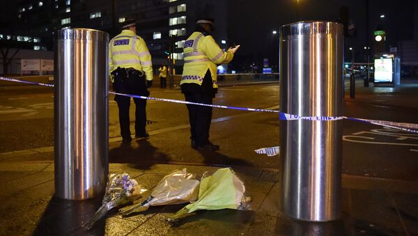 Flowers are laid at the scene after an attack on Westminster Bridge in London, Britain, March 22, 2017. - Sputnik International