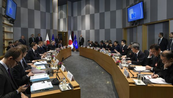 Officials sit as they attend an EU-Japan summit with EU Commission President, European Council and Japan's Prime Minister at the EU Headquarters in Brussels on March 21, 2017. - Sputnik International