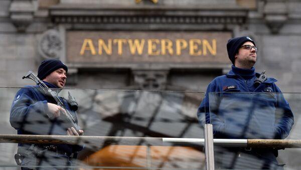 Belgian police officers patrol in the central station, in Antwerp, Belgium - Sputnik International