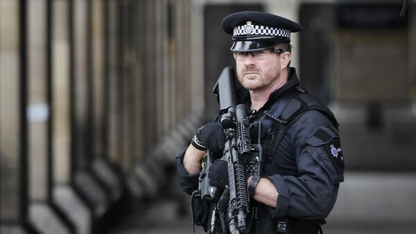 Armed police officers patrol outside Westminster underground station the morning after an attack in London, Britain, March 23, 2017. - Sputnik International