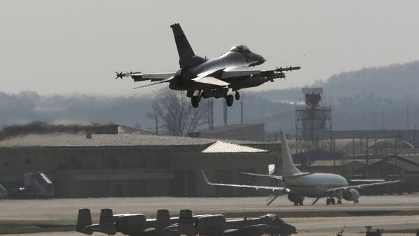 A U.S. Air Force F-16 fighter jet prepares to land on the runway during a military exercise at the Osan U.S. Air Base in Osan, South Korea, Wednesday, April 10, 2013 - Sputnik International