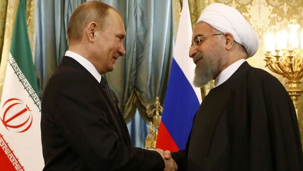 Russian President Vladimir Putin shakes hands with Iranian President Hassan Rouhani during their meeting at the Kremlin in Moscow, Russia March 28, 2017. - Sputnik International