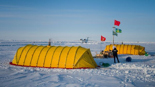 Barneo expedition drift ice camp in the Arctic. - Sputnik International