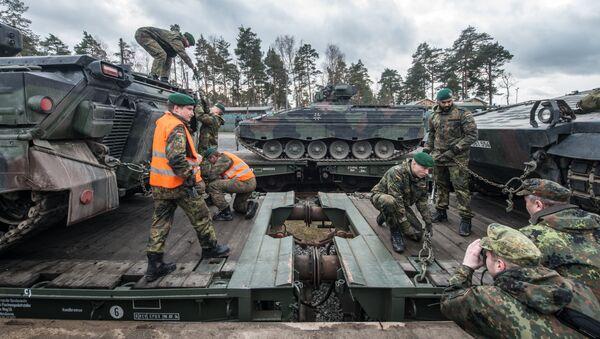 German soldiers load armored vehicles of the type Marder on a train at the troop exercise area in Grafenwoehr, southern Germany, on February 21, 2017. - Sputnik International
