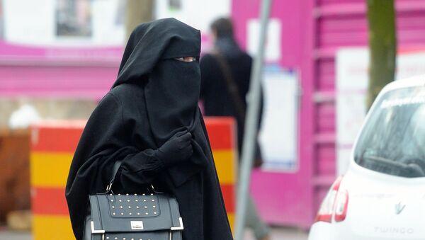 Woman wearing a niqab (file) - Sputnik International