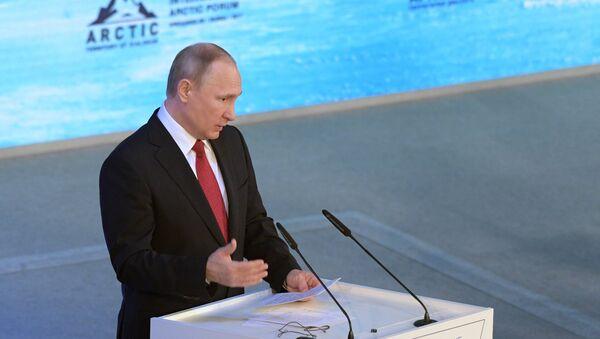 Russian President Vladimir Putin speaks at The Arctic: Territory of Dialogue forum in Arkhangelsk - Sputnik International
