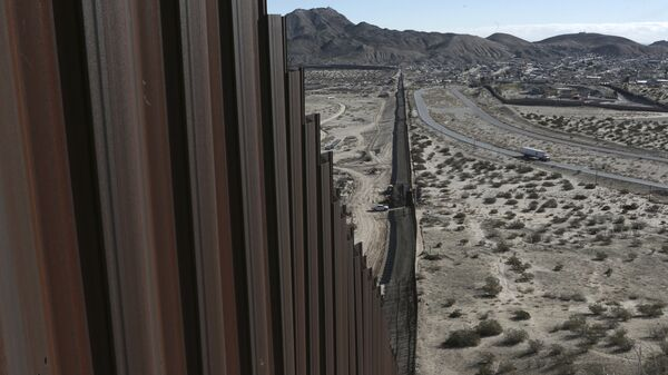 A truck drives near the Mexico-US border fence, on the Mexican side, separating the towns of Anapra, Mexico and Sunland Park, New Mexico - Sputnik International