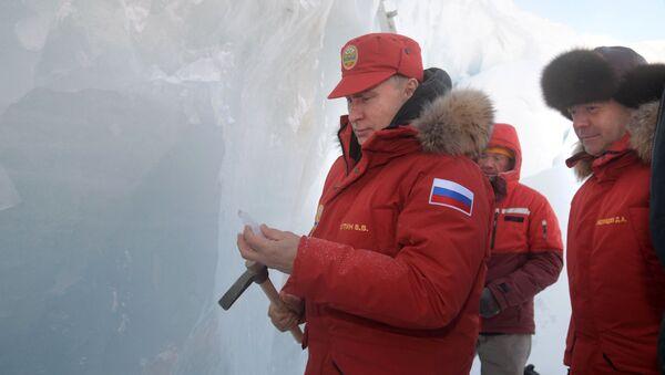 Russian President Vladimir Putin and Prime Minister Dmitry Medvedev visit the Polar Pilots Ice Cave on Alexandra Land Island in the Franz Josef Land Archipelago - Sputnik International