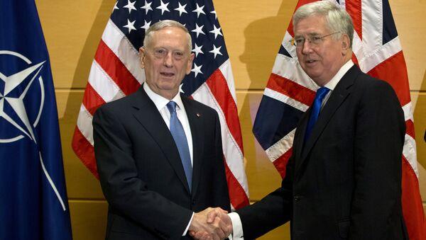 US Secretary of Defense Jim Mattis, left, shakes hands with British Secretary of State for Defense Michael Fallon - Sputnik International