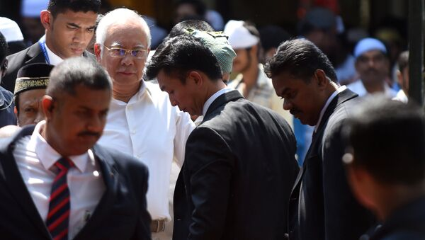 Prime Minister of Malaysia Najib Razak (2nd L) looks on after offering afternoon prayers at a mosque in Chennai on March 31, 2017, during an official visit to India - Sputnik International