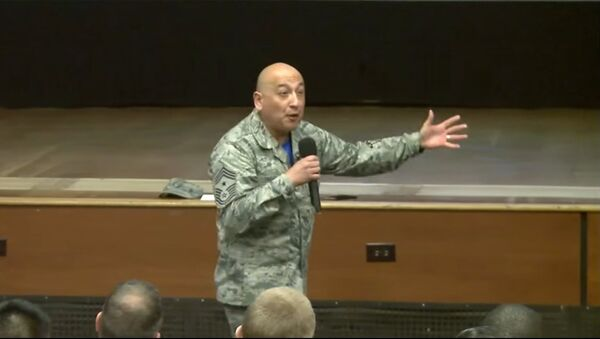 Master Sgt. Jose A. Barraza shares his life story before an audience of fellow airmen in 2016 - Sputnik International