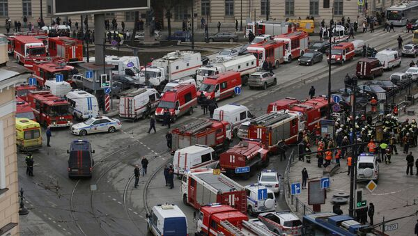 General view of emergency services attending the scene outside Sennaya Ploshchad metro station, following explosions in two train carriages in St. Petersburg, Russia April 3, 2017 - Sputnik International