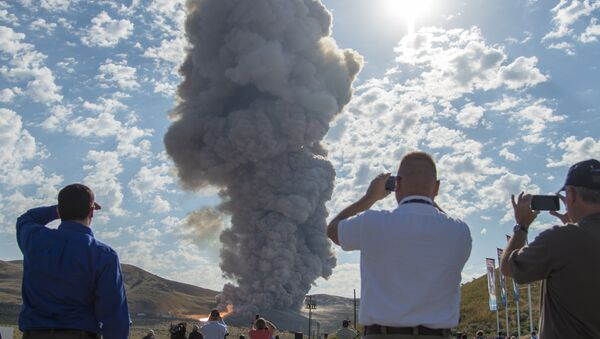 Spectators watch the second and final qualification motor (QM-2) test for the Space Launch System's booster, Tuesday, June 28, 2016, at Orbital ATK Propulsion Systems test facilities in Promontory, Utah - Sputnik International