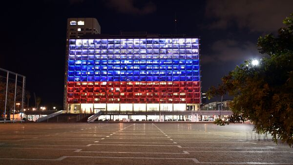 The building of the Tel Aviv City Hall, highlighted in the colors of the Russian flag in memory of those killed in the explosion in the metro of St. Petersburg - Sputnik International