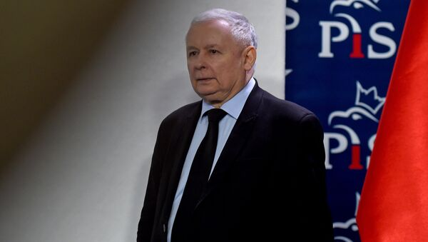 The leader of Poland's governing right-wing Law and Justice (PiS) party Jaroslaw Kaczynski arrives to give a press conference in Warsaw on March 13, 2017 - Sputnik International