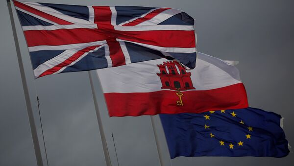 The Union Jack (L), the Gibraltarian flag (C) and the European Union flag are seen flying at the border of Gibraltar with Spain, in the British overseas territory of Gibraltar, historically claimed by Spain April 3, 2017. - Sputnik International