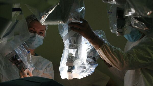 Doctors prepare to perform surgery using Da Vinci Surgical System. (File) - Sputnik International
