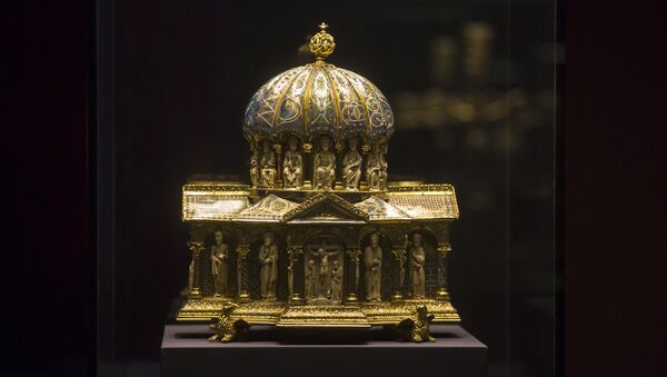 The medieval Dome Reliquary (13th century) of the Guelph Treasure is displayed at the Bode Museum in Berlin. The heirs of Nazi-era Jewish art dealers said they have filed a lawsuit in the U.S. suing Germany and a German museum for the return of a medieval treasure trove worth an estimated US$ 226 million. - Sputnik International