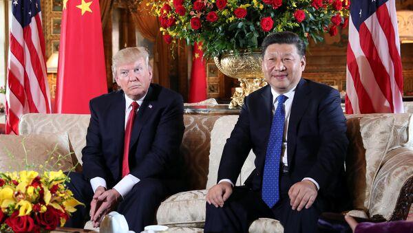U.S. President Donald Trump welcomes Chinese President Xi Jinping at Mar-a-Lago state in Palm Beach, Florida, U.S., April 6, 2017. - Sputnik International