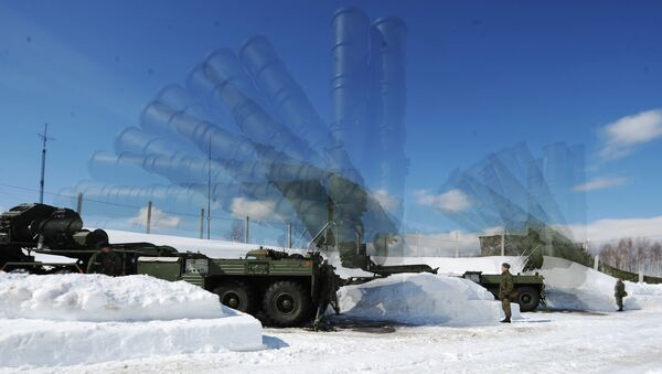 Soldiers of the 4th Brigade Air Defense (NORAD) air and space defense forces (ASD) during the deployment of the Launcher antiaircraft missile system S-400 Triumph at a site in the Moscow region. Multi exposure. - Sputnik International