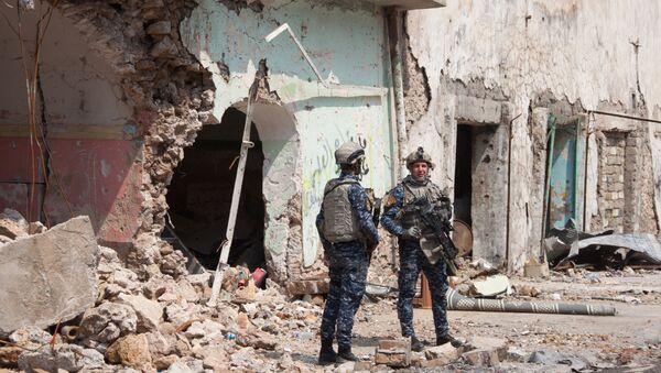Servicemen of the Iraqi army in artillery position in Mosul - Sputnik International
