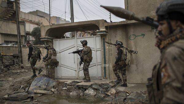 Iraqi special forces soldiers move toward the front line during fighting against Daesh in western Mosul, Iraq, March 17, 2017. - Sputnik International