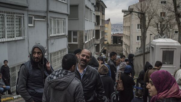 Syrian refugees at the German Consulate in Istanbul - Sputnik International
