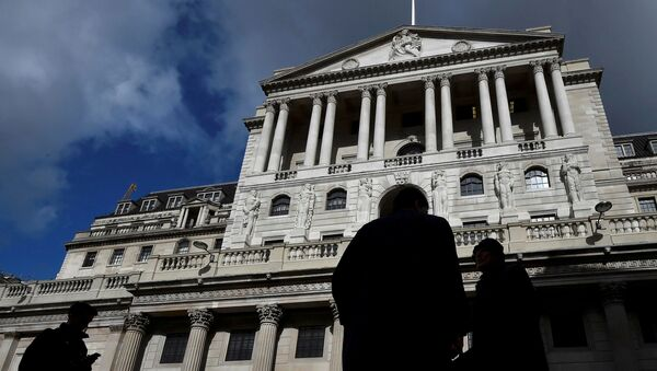 City workers walk past the Bank of England in the City of London, Britain, March 29, 2016. - Sputnik International