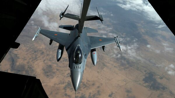 A US Air Force F-16 receives fuel from a fuel boom suspended from a US Air Force KC-10 Extender during mid-air refueling support to Operation Inherent Resolve over Iraq and Syria air space, March 15, 2017 - Sputnik International
