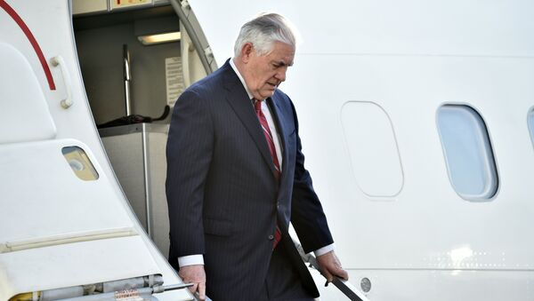 US Secretary of State Rex Tillerson gets off his plane upon his arrival in Mexico City on February 22, 2017 - Sputnik International