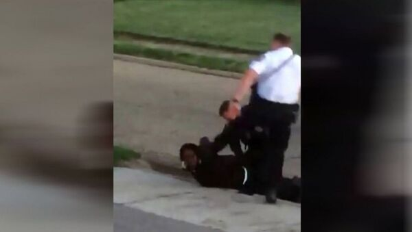 WATCH: Ohio Officer Caught on Cam Kicking a Handcuffed Suspect Reassigned - Sputnik International