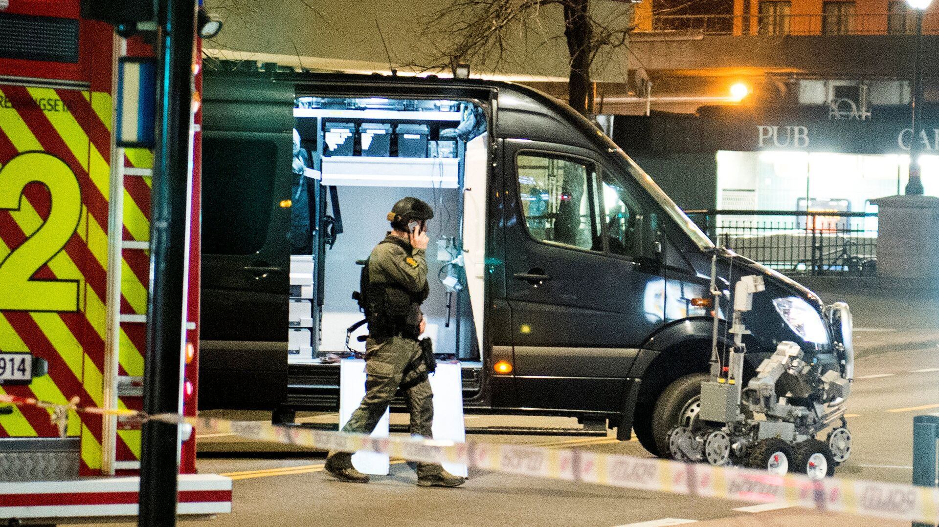 Police have block a area in central Oslo and arrested a man after the discovery of bomb-like device, in Oslo, Norway April 8, 2017 - Sputnik International, 1920, 13.10.2021